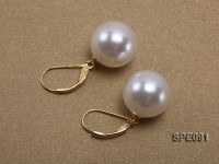 Shiny 14mm white round seashell pearl earrings