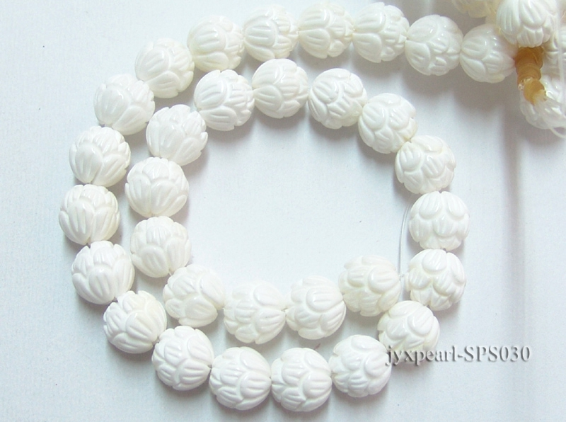Wholesale 14mm Round Carved Tridacna String