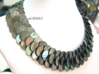 Button-shaped Gray Shell Pieces Necklace