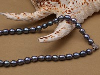 6-6.5mm black rice freshwater pearl necklace with black seashell beads