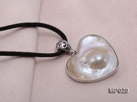 40mm heart-shaped mabe pendant edged with sterling silver