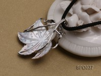 32x35mm Leaf-shaped White Shell Pendant