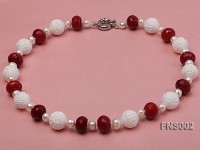 7x9mm white round freshwater pearl with red gemstone and natural tridaonidae necklace