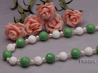 natural 7-9mm white round freshwater pearl with green turquoise and natural tridaonidae necklace