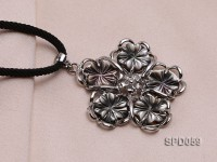 40mm Flower-shaped Black Shell Pendant