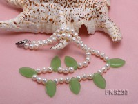 natural 7-8mm white round freshwater pearl with green gemstone single strand necklace