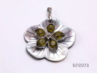 Lovely 50mm Flower-shaped Shell Pendant with Rhinestone Beads