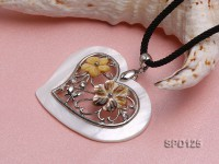 59x39mm Heart-shaped Shell Pendant with Shell Flowers and Metal Pattern