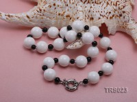 Round White Tridacna Beads and Black Agate Beads Necklace