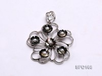 50x50mm Flower-shaped Shell and Freshwater Pearl Pendant