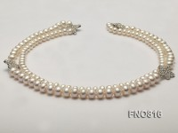 Elegant Pearl Necklace with Shiny Zircon Accessory