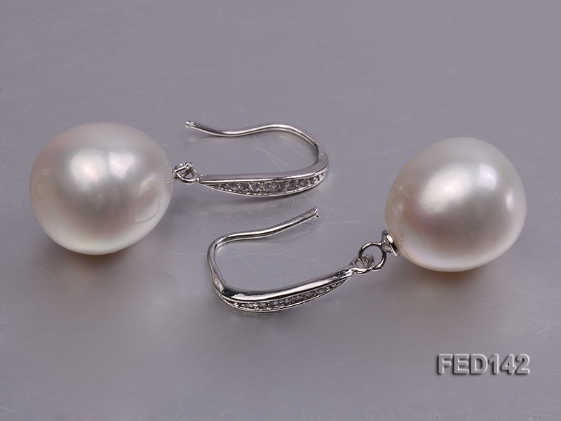 13.5x16mm White Drop-shaped Freshwater Pearl Earring