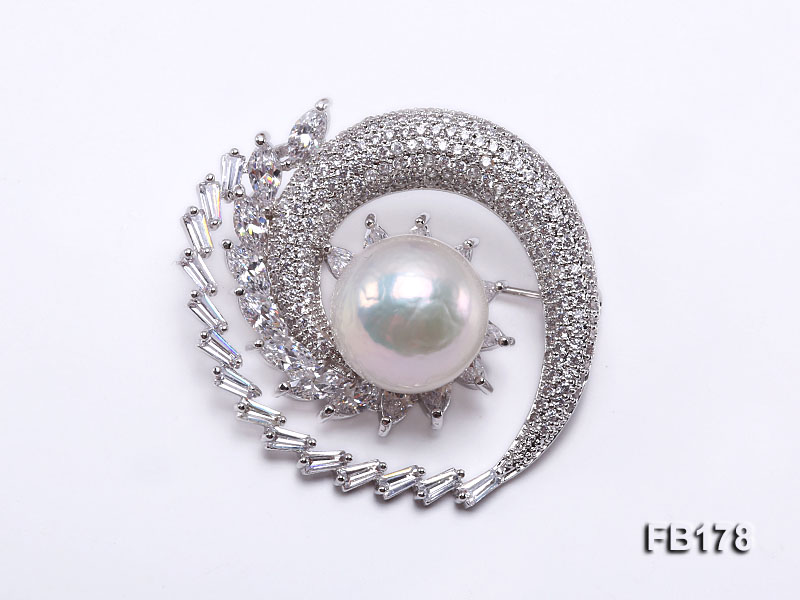 Crescent-style 14mm White Round Edison Pearl Brooch