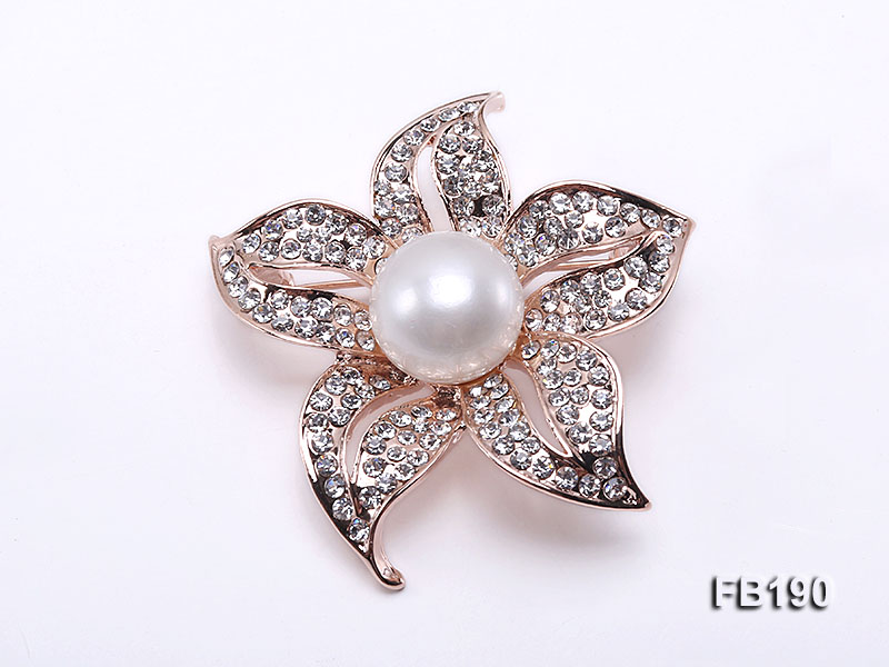 Flower-style 13mm White Round Edison Pearl Brooch