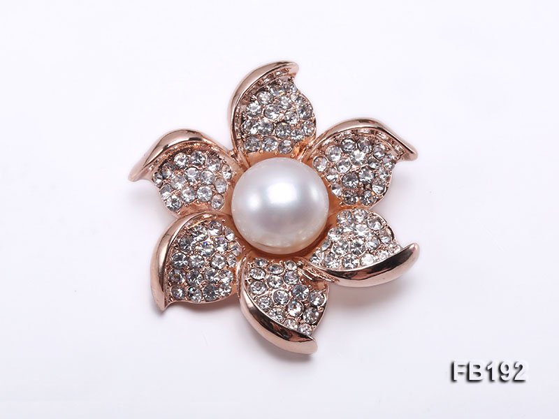Flower-style 12mm White Round Edison Pearl Brooch