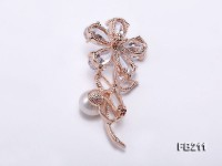 Flower-shaped 10.5mm White Near Round Freshwater Pearl Brooch
