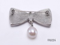 10×11.5mm White Near Round Freshwater Pearl Brooch