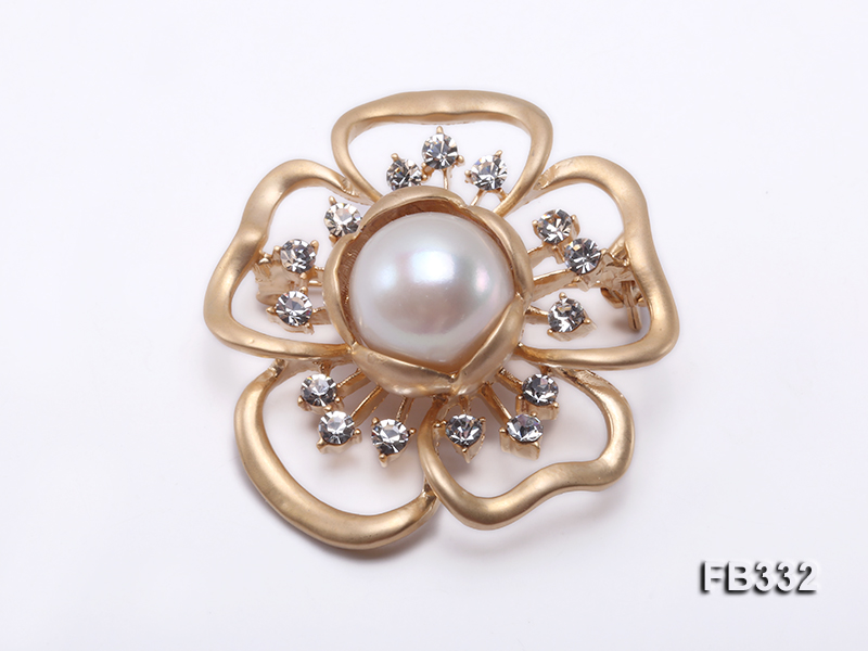 Flower-style 13.5mm White Freshwater Pearl Brooch