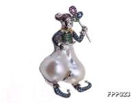 Fine Clown-style White Baroque Pearl Pendant
