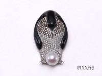 Fine Penguin-style White Freshwater Pearl Pendant/Brooch with Black Agate