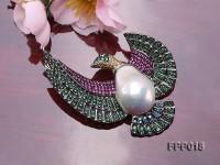 Fine Flying-bird-style White Baroque Pearl Pendant