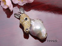 Fine Deer-style White Baroque Pearl Pendant
