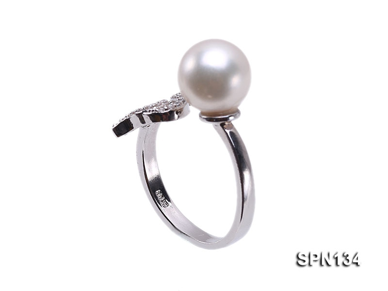 Zodiac-style 9mm Natural White Akoya Pearl Ring
