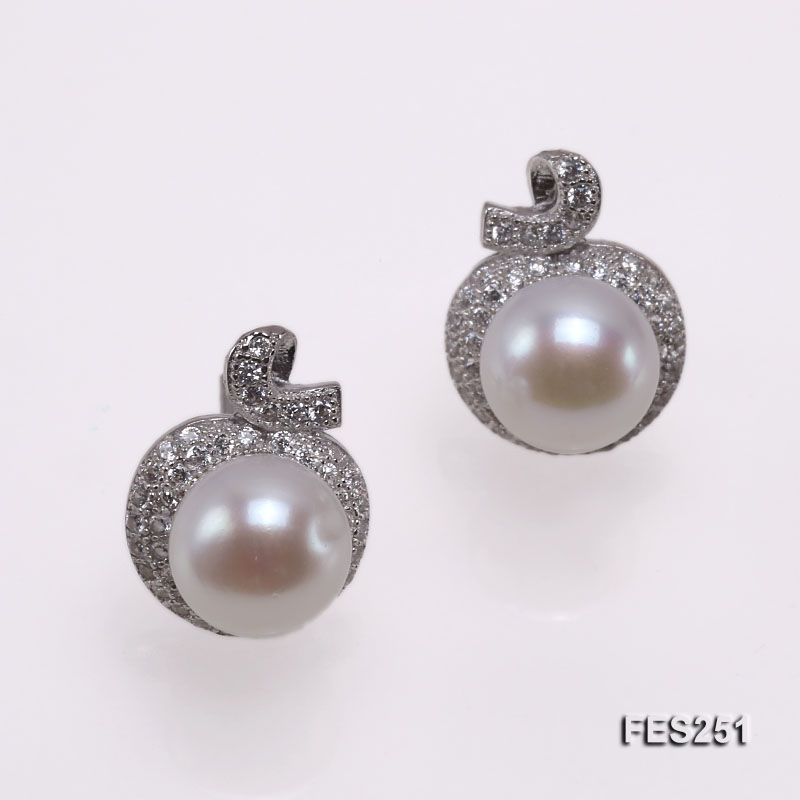 7.5mm White Flatly Round Freshwater Pearl Stud Earrings