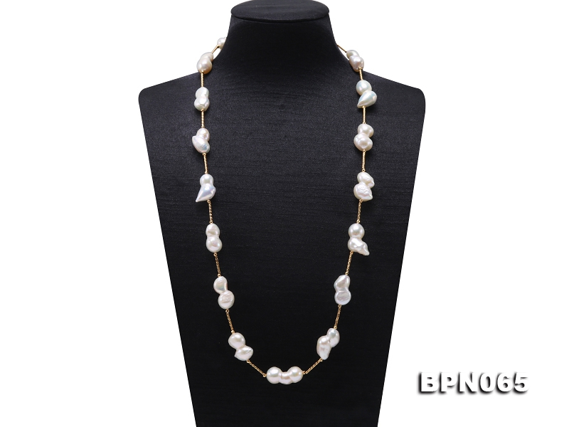 18×9.5-26×12mm White Baroque Pearl Chain Necklace