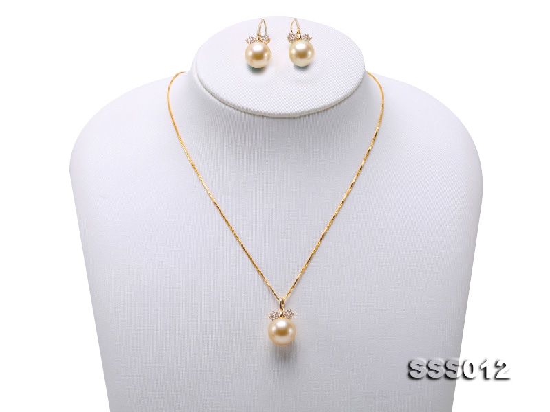 10.5-11mm Golden South Sea Pearl Pendant and Earrings in 18k Gold
