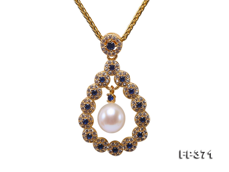 Exquisite 8.5mm White Round Freshwater Pearl Pendant in Sterling Silver