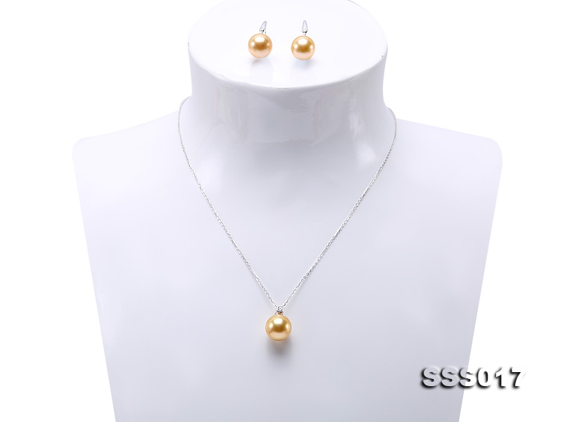 Luxury Set of 11-11.5mm Golden South Sea Pearl Pendant and Earrings in 18k Gold