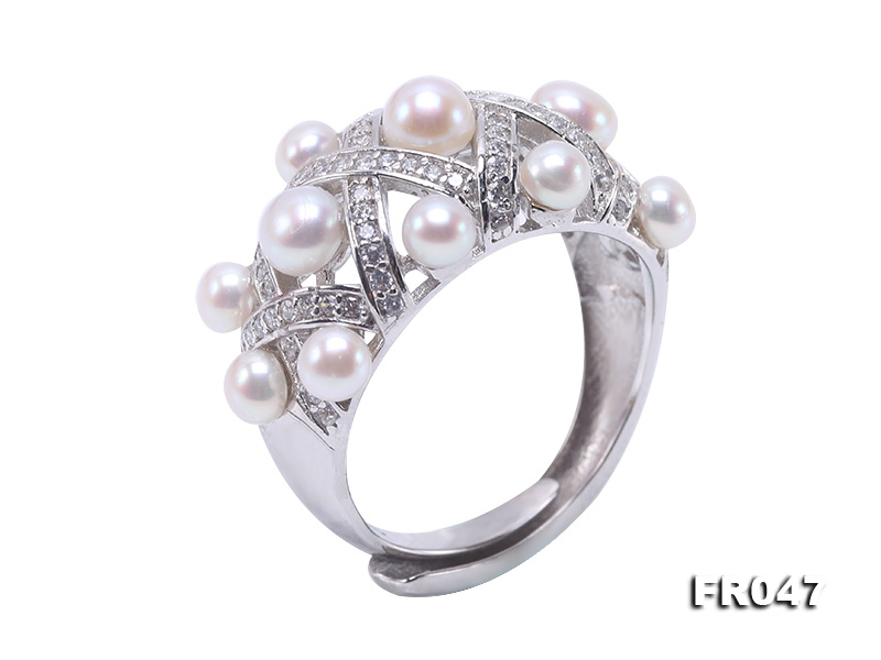 Fashionable 3.5-4.5mm White Round Freshwater Pearl Ring in Silver