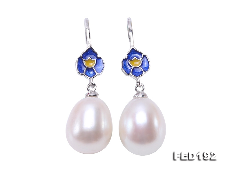 Classical 10x12mm White Oval Freshwater Pearl Earrings in Silver