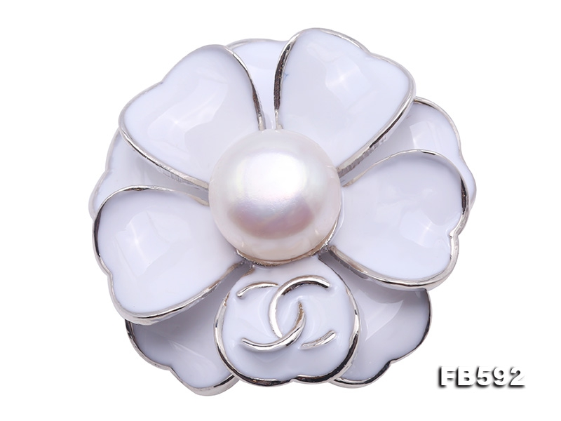 Purely White 11.5mm Freshwater Pearl Brooch