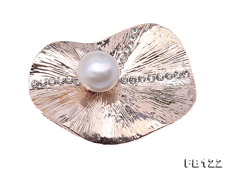 Elegant Lotus Leaf Design 11.3mm Freshwater Pearl Brooch