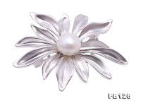 Elegant Flower-shape 9.3mm Freshwater Pearl Brooch