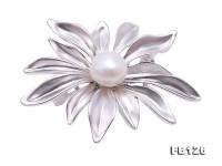 Elegant Flower-shape 9.3mm Freshwater Pearl Brooch