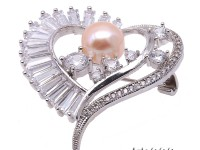 Exquisite Heart-shape 10.5mm Freshwater Pearl Brooch