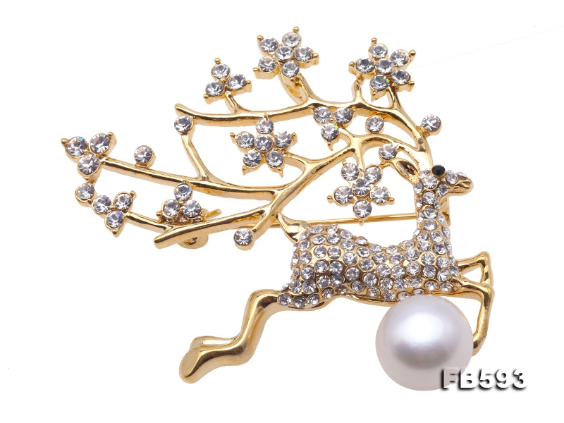 Exquisite Sika Deer-shape 11.5mm Freshwater Pearl Brooch