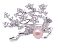 Exquisite Sika Deer-shape 9.5mm Freshwater Pearl Brooch