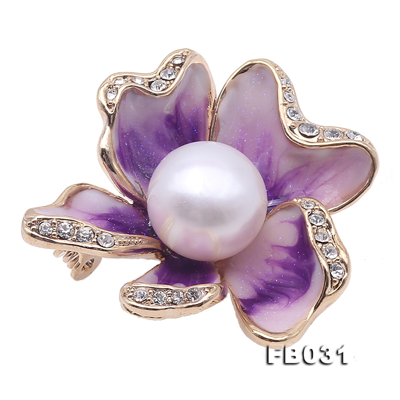 High Quality 12.5mm White Pearl Flower Brooch