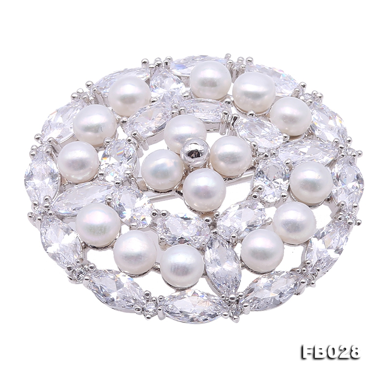 Delicate Zircon-inlaid  white Freshwater Pearl Brooch