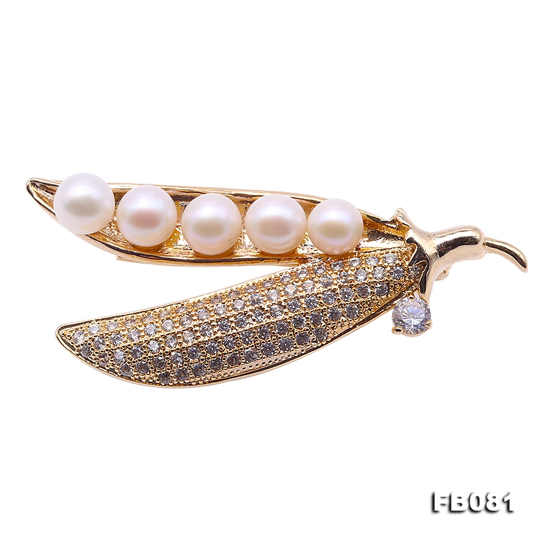 Lovely Pea Pod Shape 6-6.5mm White Round Pearl Brooch