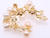 Delicate Shell Flower & 8.5x10mm Freshwater Pearl Brooch