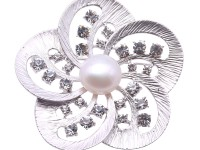 Beautiful 11.5mm White Pearl Snowflake Brooch