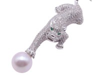 Wonderful Leopard-shape 13.5mm White Pearl Brooch