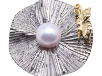 Charming 13mm White Pearl Brooch