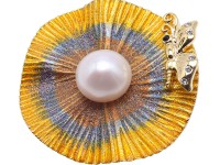 Charming 13.5mm White Pearl Brooch