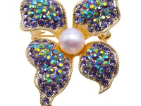 Dreamy 10mm White Pearl Butterfly Brooch